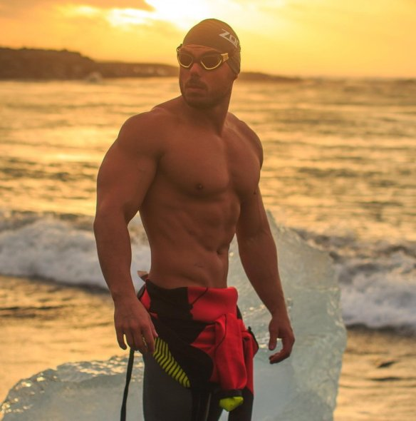 ross-edgley-strongman-swimming